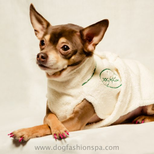 100% cotton dog bathrobe to help dry the dog after bath
